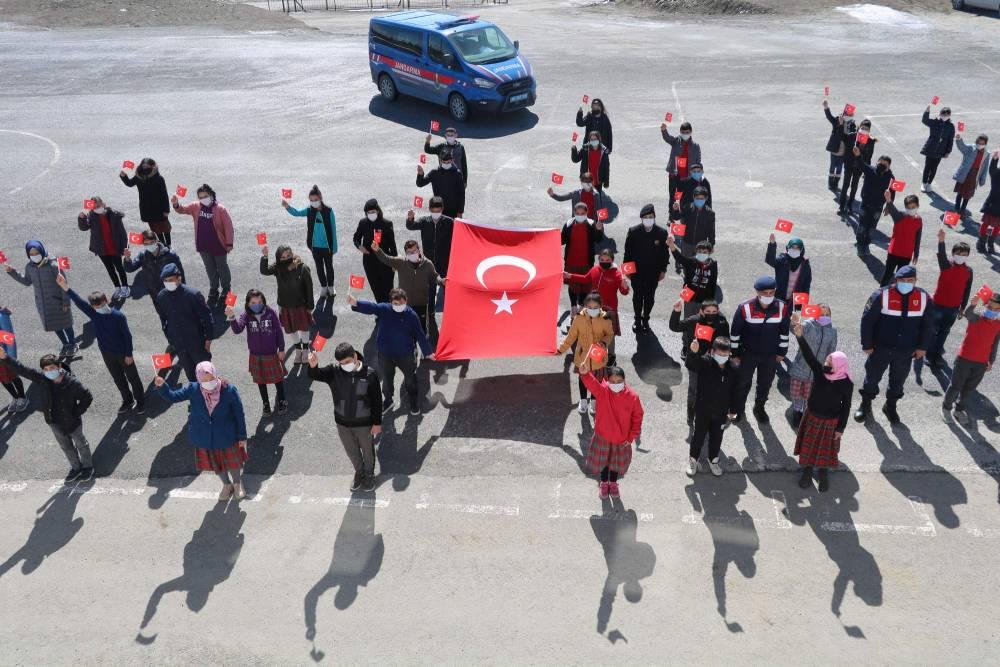 Jandarma'dan Yozgatlı miniklere en özel hediye 1