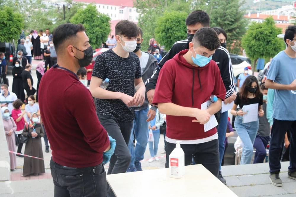 Yozgat'ta binlerce öğrenci TYT'de ter döktü 2