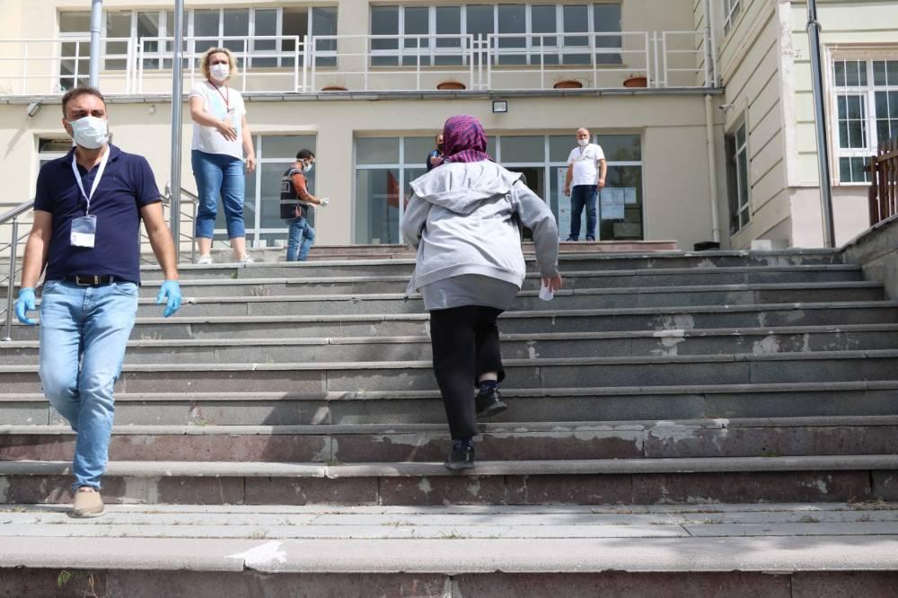 Yozgat'ta binlerce öğrenci TYT'de ter döktü 4