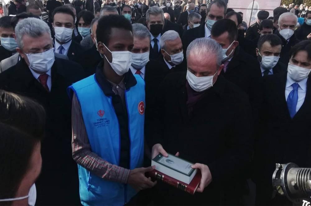 Türkiye Diyanet Vakfı Kur'an-ı Kerim ve Safahat dağıttı 1