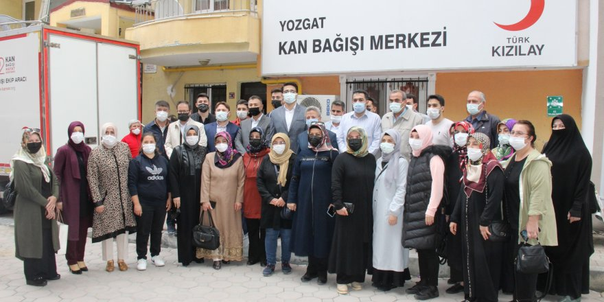 Ak Parti Yozgat İl Başkanlığı'ndan Türk Kızılay'ına kan bağışı