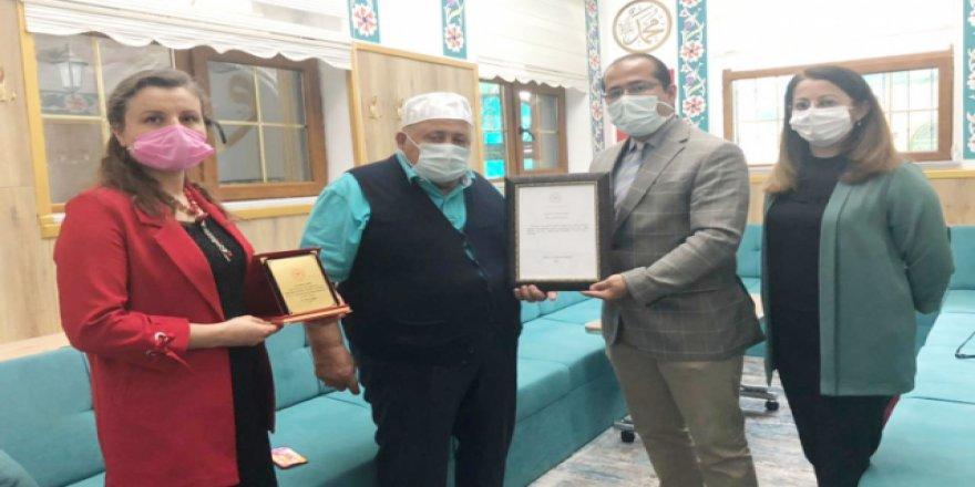 Hayırsever İşadamı Bilal Şahin'e bebek dostu ödülü verildi