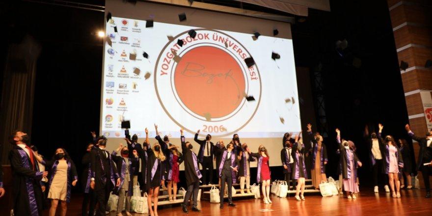 Yozgat Bozok Üniversitesi'nde mezuniyet coşkusu