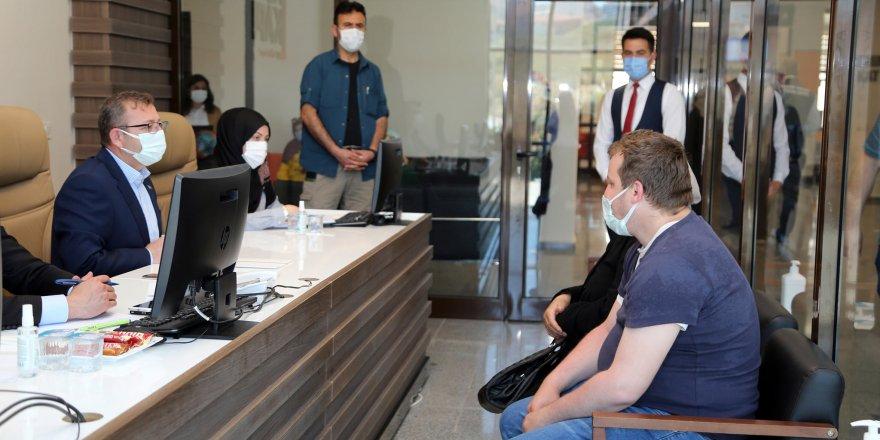 Yozgat Valisi Polat vatandaşları dinliyor