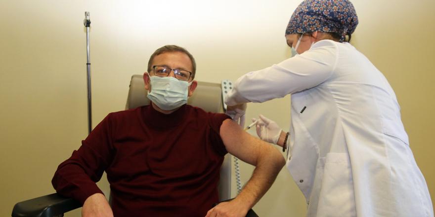 Yozgat Valisi Polat koronavirüs aşısı yaptırdı