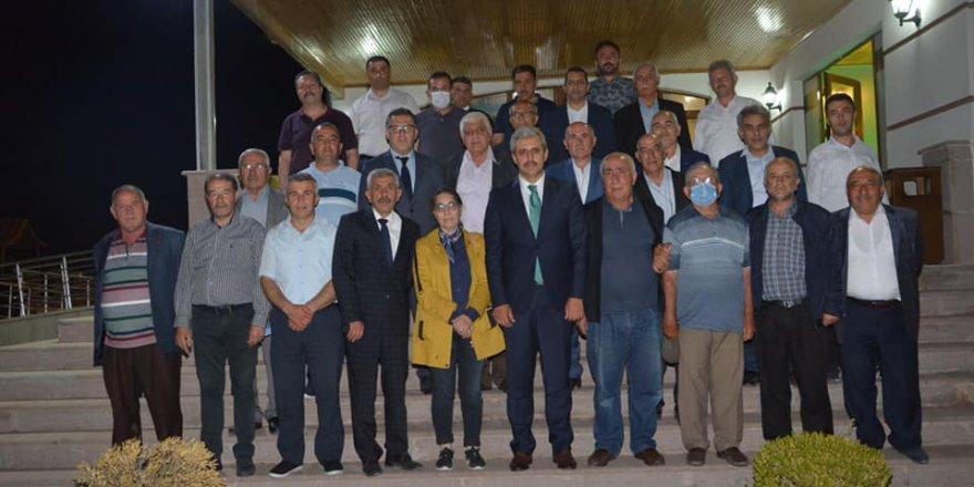 Yozgat Belediye Başkanı Celal Köse, muhtarlarla fikir alışverişinde bulundu