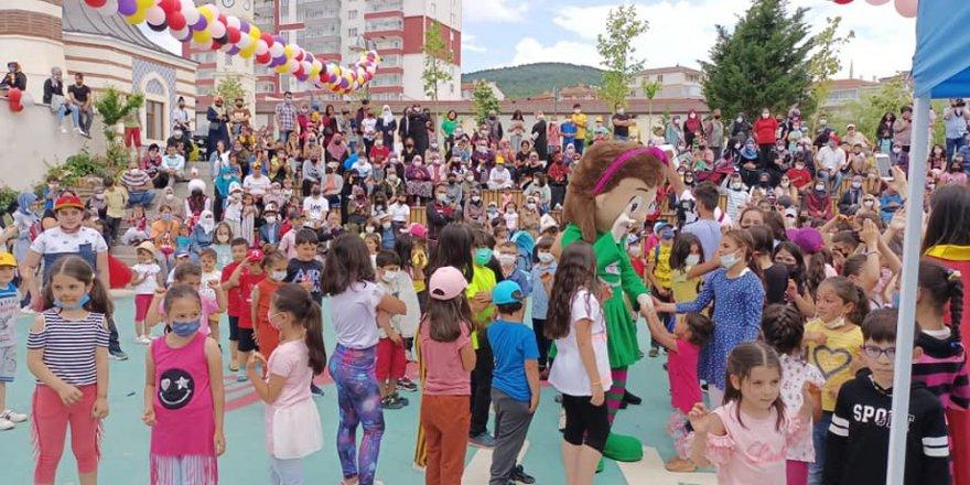 Yozgat'ta çocuklar şenlikte gönüllerince eğlendi