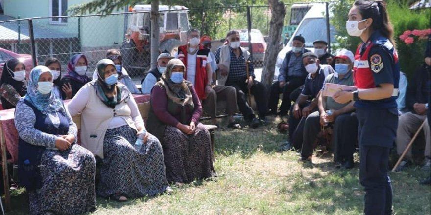 Jandarmalar Yozgat'ta kapı kapı dolaşıp bilgilendiriyor