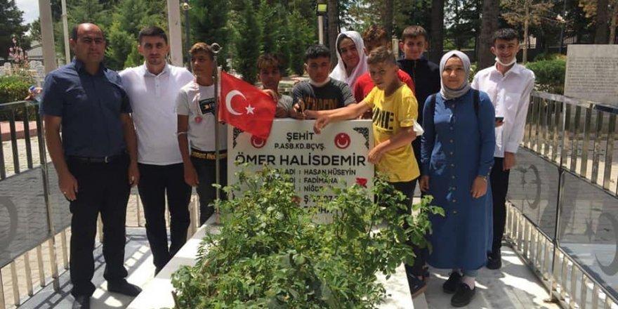 Yozgat'ın yiğitleri Şehit Ömer Halisdemir'in kabrini ziyaret etti