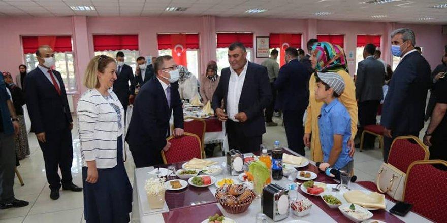 Yozgat Valisi Polat, şehit aileleri ve gazilerle bir araya geldi