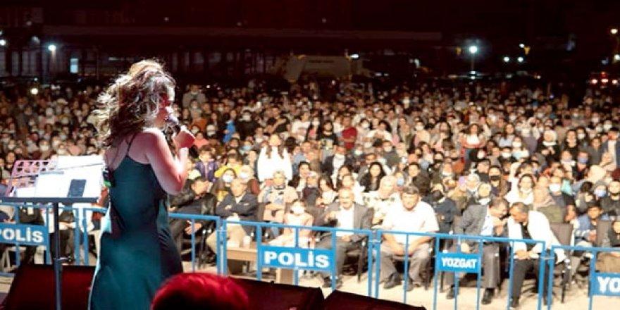 Ünlü sanatçılar Boğazlıyan'da açık hava konserinde ağırlandı