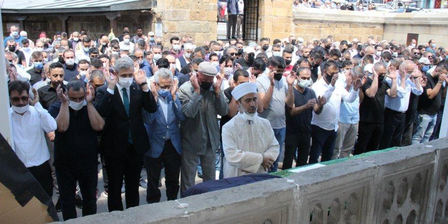 Yozgatlılar dualarla son yolculuğuna uğurladı