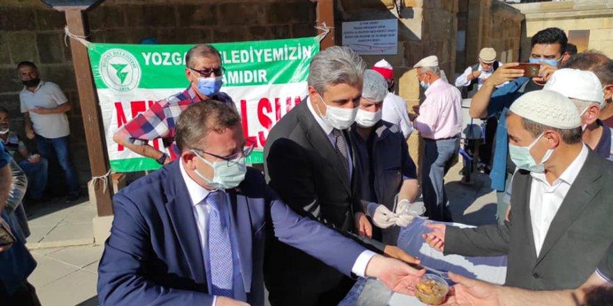 Yozgat Belediyesi'nden aşure ikramı