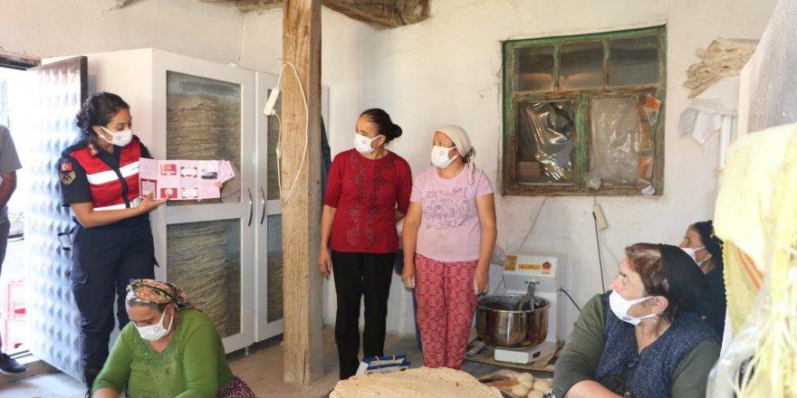 Yozgat'ta Jandarmalar köy köy gezip anlatıyor