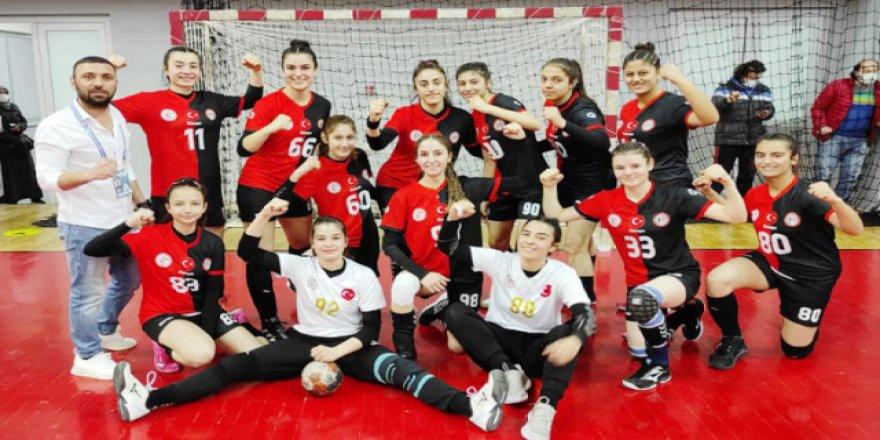 Yozgat'ın kızları hazırlık maçı yaptı