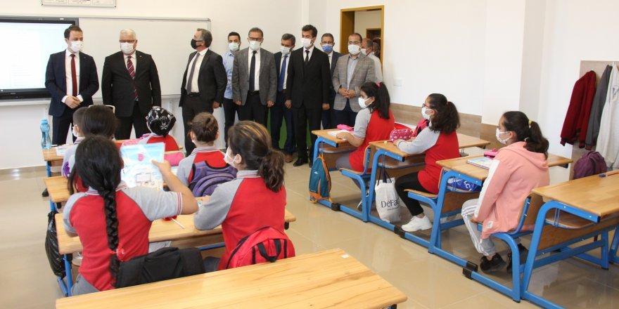 Yozgat'ta İlköğretim Haftası coşkusu