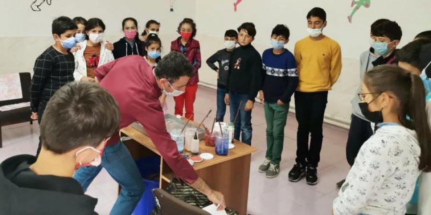 Yozgat'ta öğrencilere ebru sanatı tanıtıldı