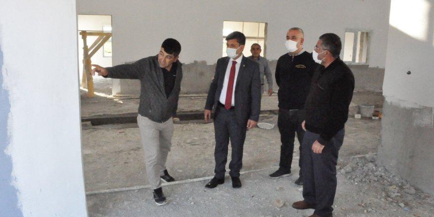 Yerköy Belediye Başkanı Yılmaz, mezbahane ve hayvan satış pazarı inşaatını inceledi