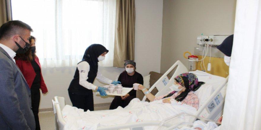 Yozgat Şehir Hastanesi'nde yeni doğum yapan annelere bakın ne ikram ediliyor