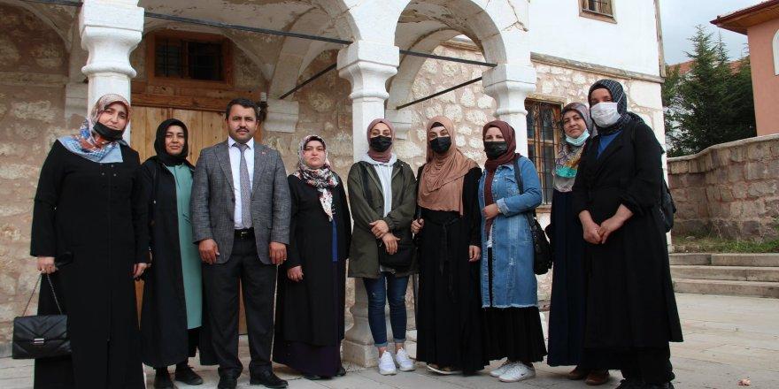 Kadın girişimcilerden Akdağmadeni Belediye Başkanı Yalçın'a ziyaret