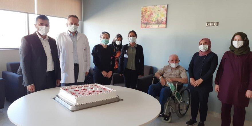 Yozgat'ta hasta ve hasta yakınları için pasta kesildi