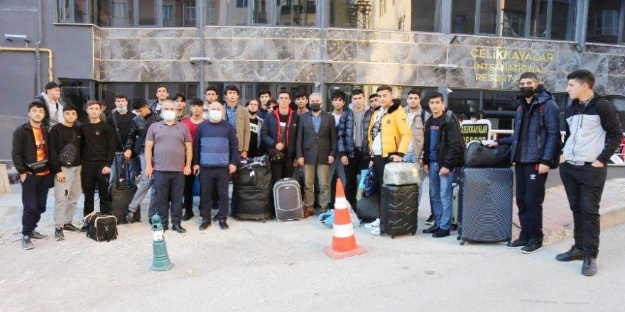 Yozgat Bozok Üniversitesi Rektörü Karadağ, Azerbaycanlı öğrencileri karşıladı