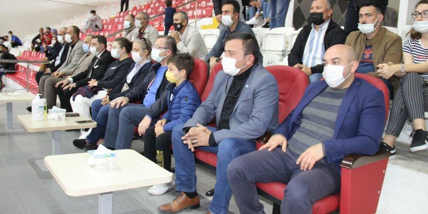 Yozgat'ta siyasetçileri buluşturan müsabaka