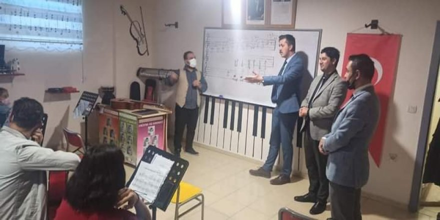 Sarıkaya Kaymakamı Serin'den öğretmenler korosuna ziyaret