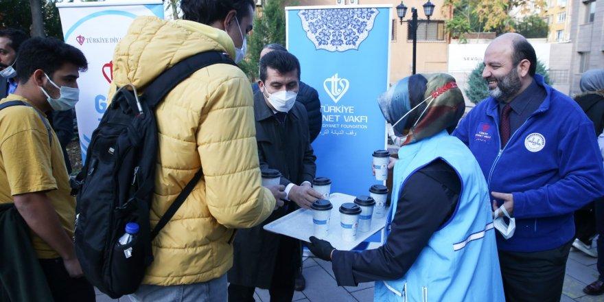 Türkiye Diyanet Vakfı'ndan üniversite öğrencilerine ikram