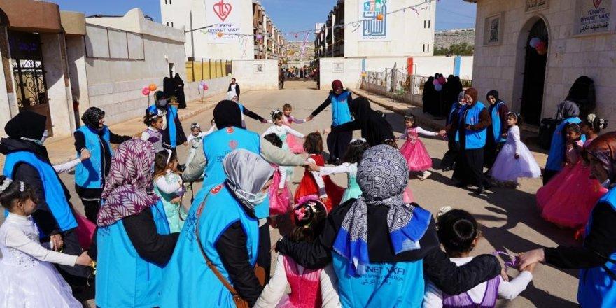 TDV Gönüllüleri İdlib'deki savaş mağdurlarını sevindirdi