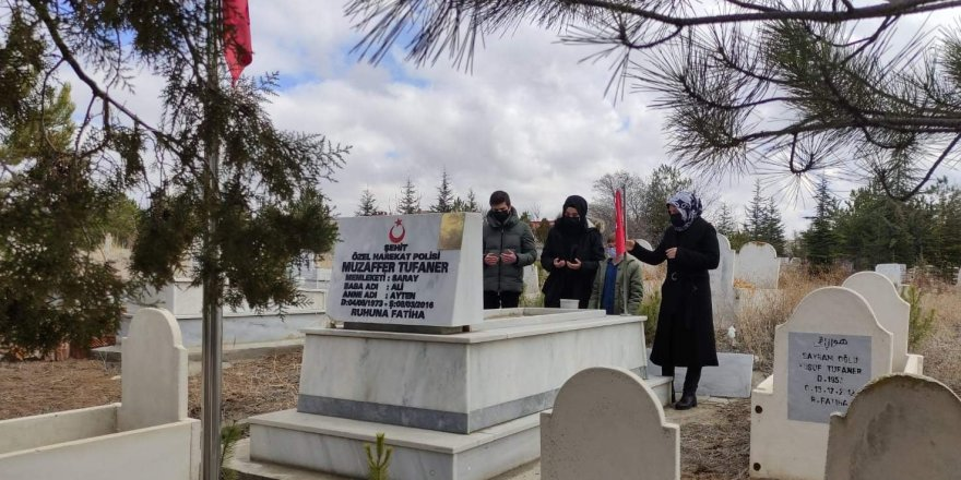 Şehit Özel Harekat Polisi Tufaner, mezarı başında dualarla anıldı