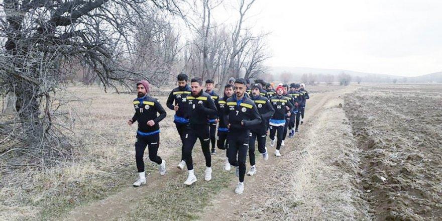 Çayıralan Esnafspor yeni sezon hazırlıklarını tarlada sürdürüyor