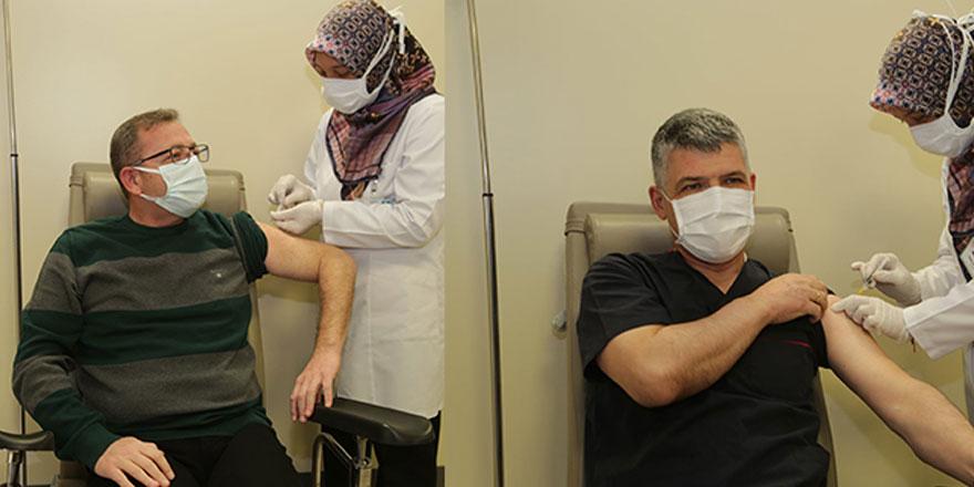 Koronavirüs aşı çalışmalarında Yozgat artık mavi oldu