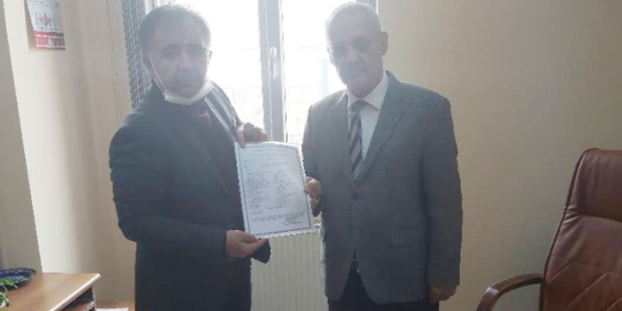 Büro Memur-Sen Şube Başkanı Mehmet Pınarcı mazbatasını aldı