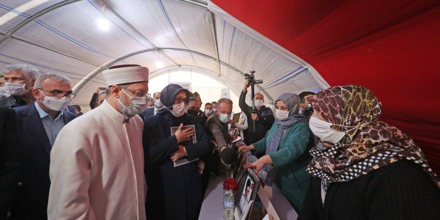 Diyanet İşleri Başkanı Erbaş, Diyarbakır Annelerini ziyaret etti