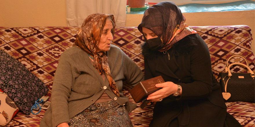 Yozgat'ın ulu çınarlarını yalnız bırakmıyor