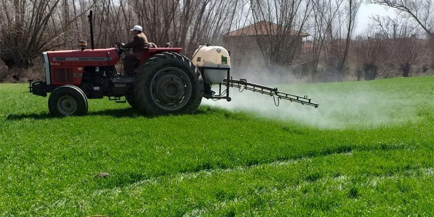 Yozgat'ta çiftçiler zirai ilaçlama çalışmasına başladı