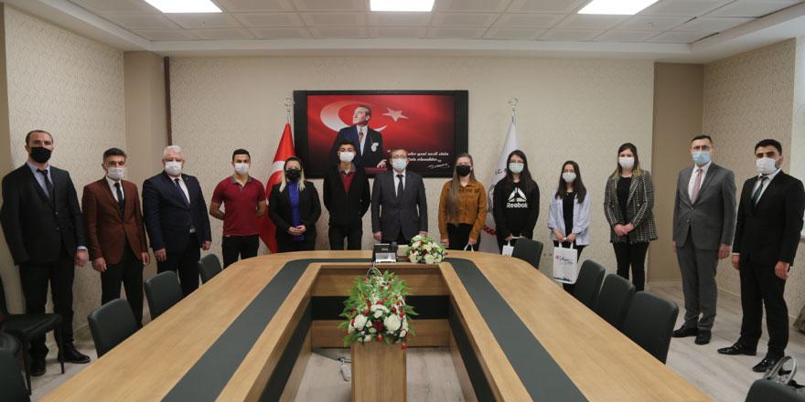 Yozgat Valisi Polat dereceye giren öğrencileri ödüllendirdi