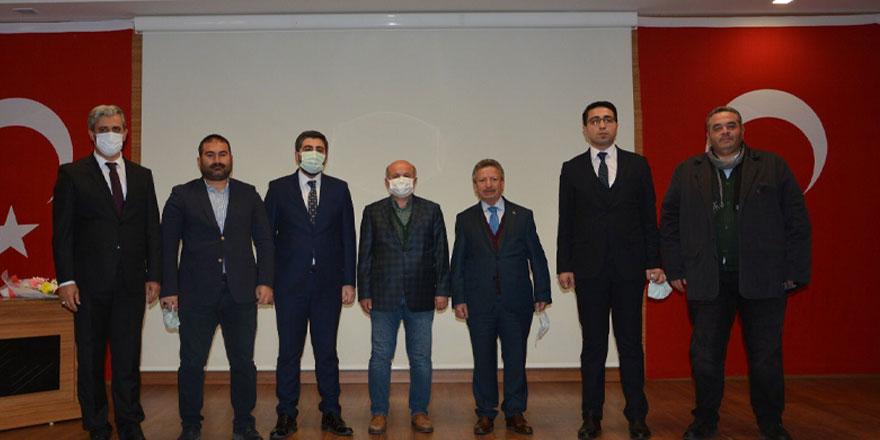 Ak Parti Yozgat Gençlik Kolları Başkanı Yaşar Taşdemir bayrağı devraldı