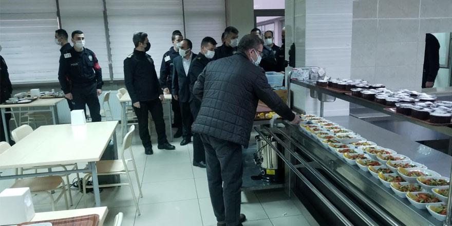 Vali Polat, POMEM öğrencileriyle birlikte iftar yaptı