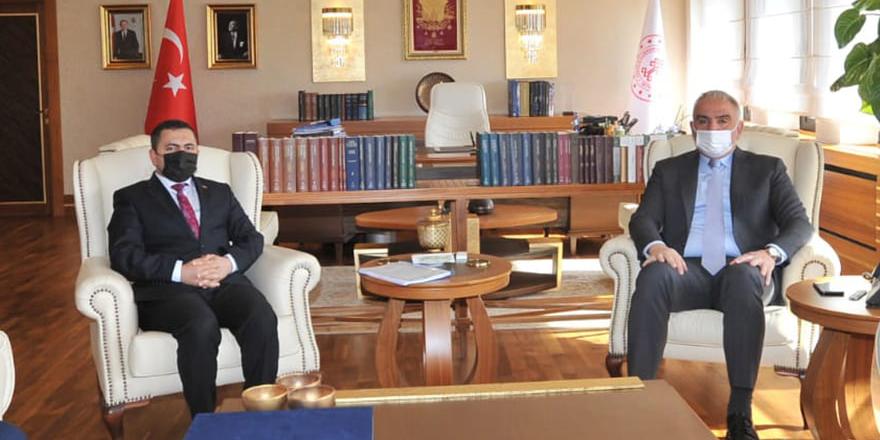 Akdağmadeni Belediye Başkanı Yalçın'dan Bakan Ersoy'a ziyaret