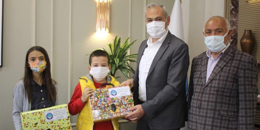 Boğazlıyan Belediye Başkanı Gökhan Coşar makamını onlara devretti