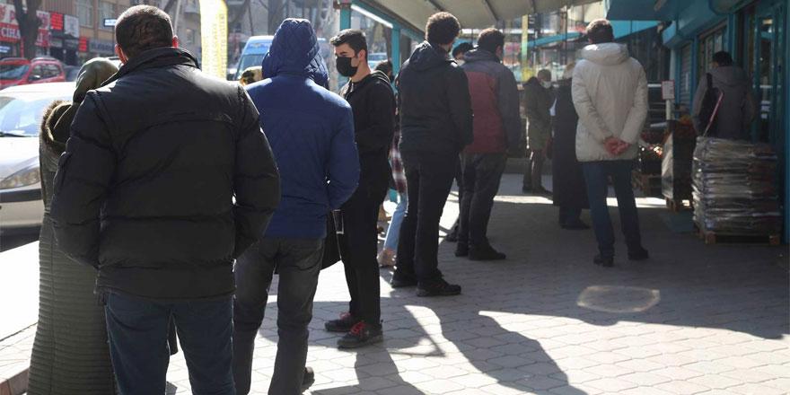 Yozgat'ta marketlerdeki kuyruklara vatandaş tepkili